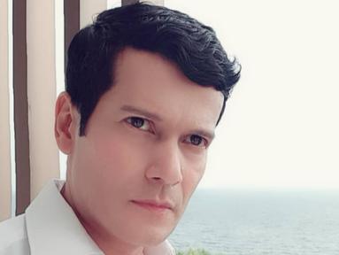 Pria kelahiran 21 Oktober 1972 ini kerap membagikan foto-foto di akun instagramnya yang selalu ganteng dan awet muda. (Liputan6.com/IG/@adam_jordanreal)