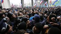 Kelompok Pro Rusia bentrok dengan warga Ukraina (Kyivpost)