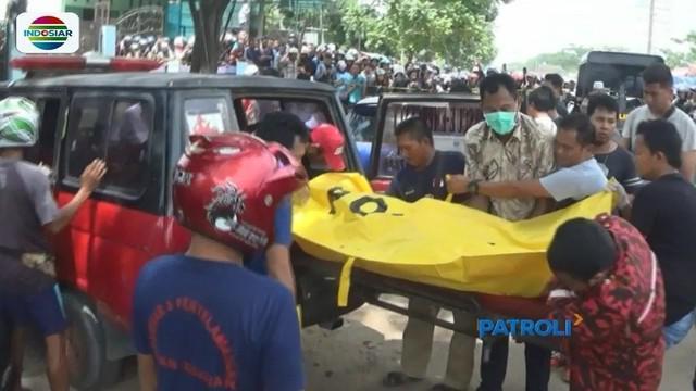 Polres Banjar gelar reka ulang kasus pembunuhan seorang wanita yang jasadnya ditemukan dalam mobil di Banjarmasin. 83 adegan diperagakan tersangka Ebon.