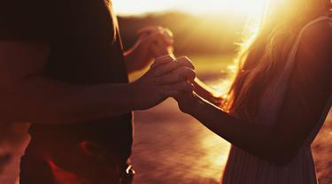 Jangan kehilangan harapan meskipun kamu baru saja mengalami patah hati. 10 kalimat ini dapat memberikanmu semangat untuk bangkit lagi. (Foto: thedreamcatch.com)