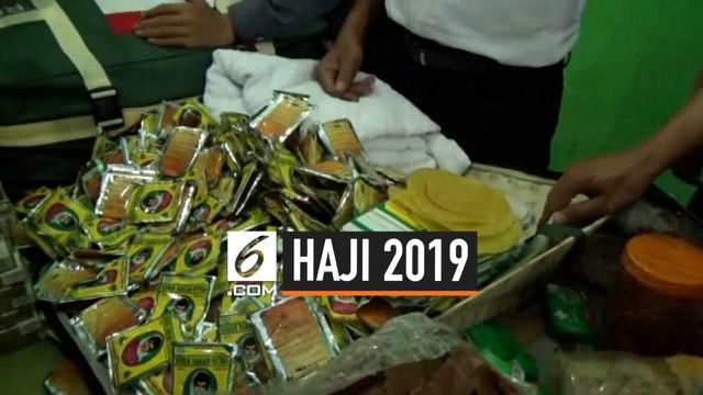 Petugas PPIH Surabaya menyita ribuan saset jamu, obat kuat, dan rokok dari 23 koper jemaah haji asal Madura. Diduga barang-barang tersebut titipan dari mukumin di Atab Saudi yang dibawa para jemaah.