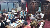 Pimpinan MPR RI Mendatangi Ketum Pimpinan Pusat Muhammadiyah Haedar Nasir di Kantornya, Menteng, Jakarta Pusat, Senin (16/12/2019). (Foto: Moch Harunsya/Liputan6.com)