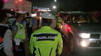 Pihak kepolisian yang berjaga di GT Merak mengaku menjalankan perintah Presiden bahwa mudik dilarang. (Foto: Liputan6.com/Yandhi Deslatama)