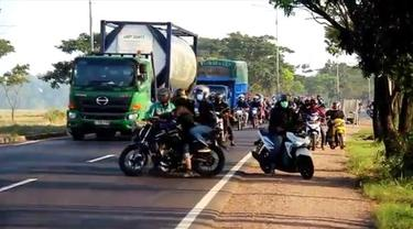 Pemudik Nekat Lewat Jalan Tikus di Cirebon Hingga Tersesat