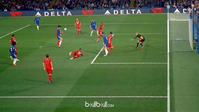 Berita video bek Marcos Alonso memiliki gol yang tak disengaja untuk Chelsea saat menghadapi Huddersfield. This video presented by BallBall.
