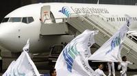 Pesawat Airbus A330 yang dipesan Garuda Indonesia tiba di Bandara Soekarno Hatta pada  23 Juli 2009. (AFP / Arif Ariadi)