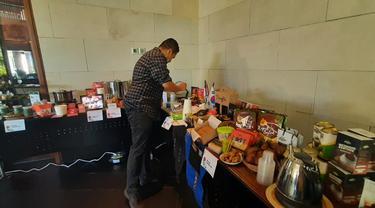 Pengunjung saat test food di acara Food Startup di Bali
