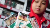 Selasa (24/6/14), semua produk rokok wajib mencantumkan peringatan Bahaya Merokok Bagi kesehatan dengan gambar yang menyeramkan pada rokok, Jakarta. (Liputan6.com/Faizal Fanani)