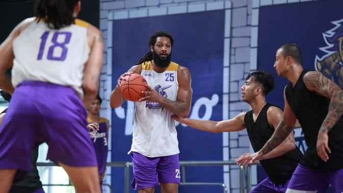 Pemain anyar CLS Knights Indonesia, Darryl Finesse Watkins. (Media CLS)