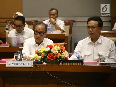 Menteri Sosial Agus Gumiwang (tengah) saat melakukan rapat kerja dengan Komisi VIII DPR RI, Jakarta, Kamis (6/9). Rapat membahas Program Keluarga Harapan dan Rencana Kerja dan Anggaran Kementerian Lembaga 2019. (Liputan6.com/HO/Agus)
