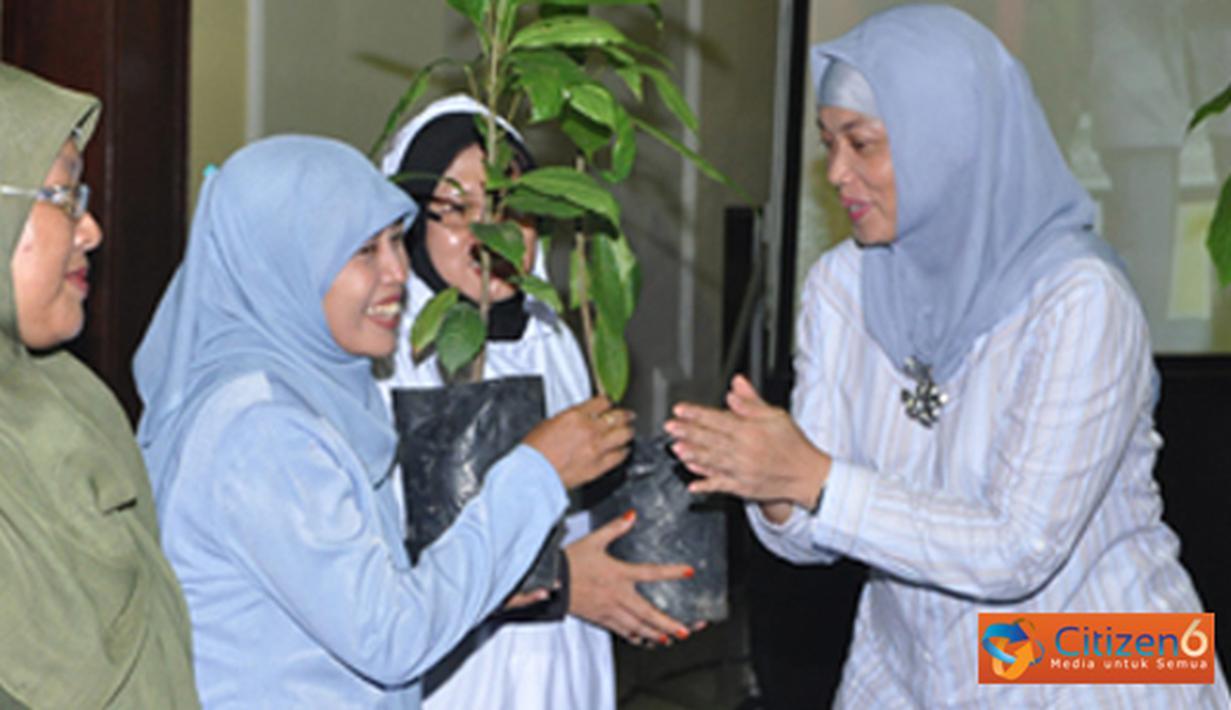Citizen6, Surabaya: Sebelum penanaman pohon, acara diawali dengan talk show di Gedung RE. Martadinata, Kobangdikal yang menghadirkan tiga pembicara. (Pengirim: Penkobangdikal)