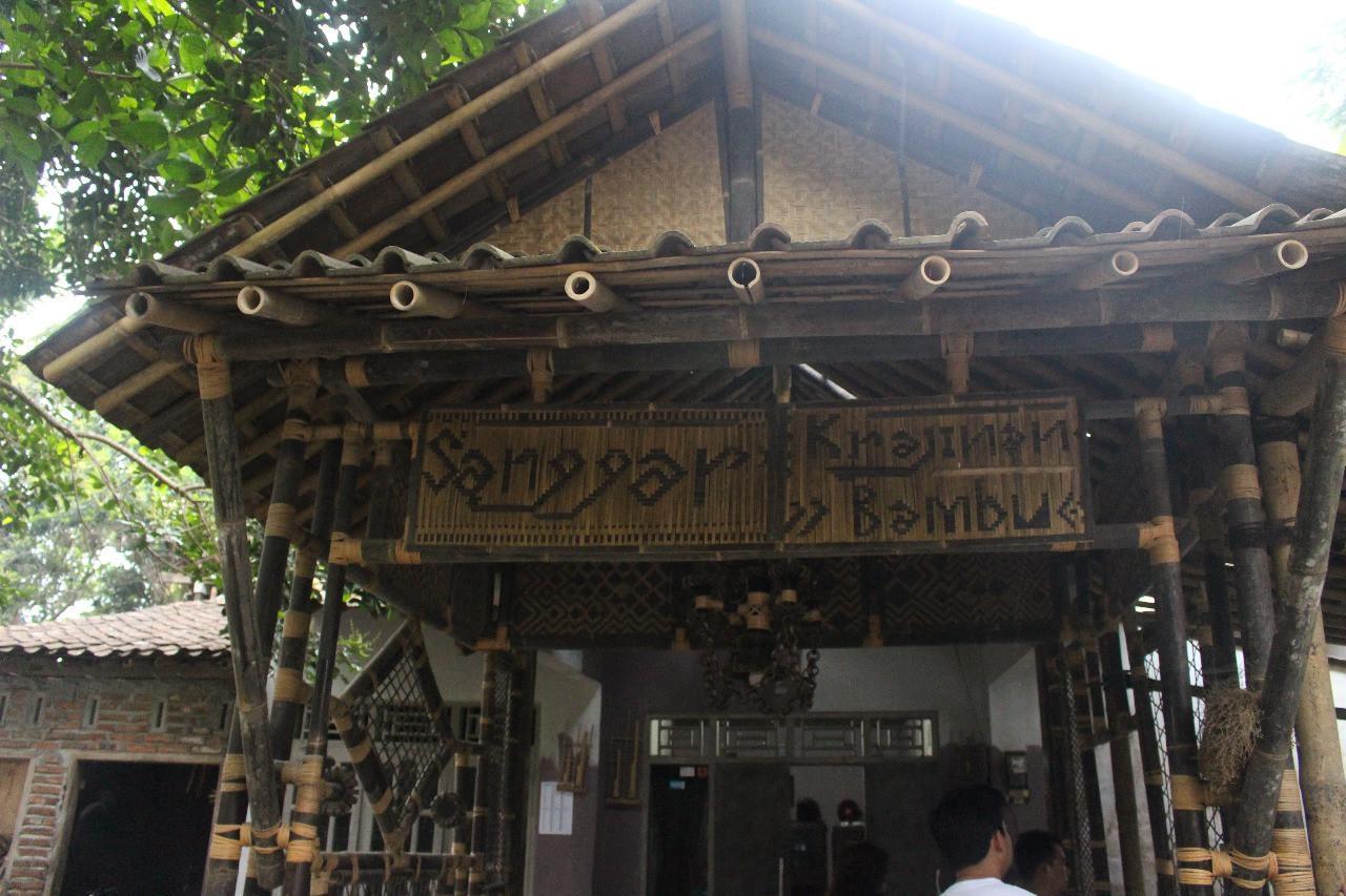 Bangunan total dari bambu sebagai upaya pemanfaatan potensi lokal, yakni hutan bambu. (foto: Liputan6.com/Istiqomah Sheyla/edhie prayitno ige)