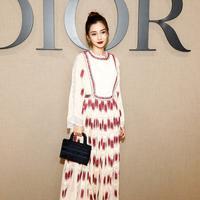 Sukses menjadi salah satu tas tangan favorit, kini Dior Book Tote Hadir dengan ukuran minimalis. (Foto: Dior. Doc)