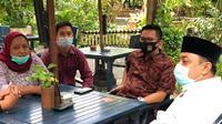 Kamar Dagang dan Industri (Kadin) Surabaya mengundang dua calon wali kota Machfud Arifin-Mujiaman dan Eri Cahyadi-Armudji untuk mendengarkan visi misi keduanya.