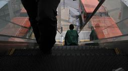 Eskalator di Terminal Manggarai tidak menyala dan menjadi tangga biasa, Jakarta, Jumat (5/9/2014) (Liputan6.com/Johan Tallo)