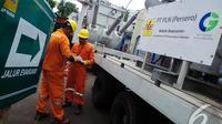 PLN mengoperasikan trafo mobile berkapasitas 30 MVA untuk menyuplai kebutuhan listrik pelanggan di kawasan Thamrin, Jakarta, Senin (25/8/2014)(Liputan6.com/Faizal Fanani)