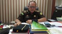 Kepala Seksi Penerangan Hukum Kejati Sulsel, Salahuddin menyatakan kasus dugaan korupsi yang jerat mantan Ketua PWI Sulsel telah rampung (P21) (Liputan6.com/ Eka Hakim)