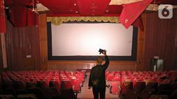 Kondisi Atoom Theatre di kawasan Citeureup Kabupaten Bogor, Jawa Barat, Rabu (30/10/2019). Bioskop yang terbengkalai dari 1998 rencananya akan dijadikan pemutaran film karya sineas muda Joko Anwar dengan judul Perempuan Tanah Jahanam. (Liputan6.com/Herman Zakharia)