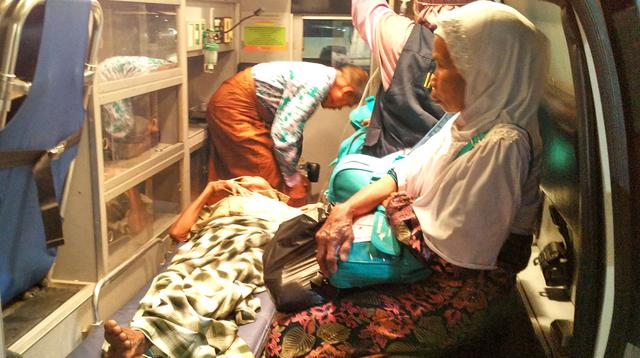 Jemaah Calon Haji Indonesia dirujuk ke rumah sakit. (Liputan6.com/Wawan Isab Rubiyanto)
