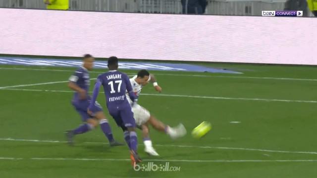 Memphis Depay mencetak dua gol dan menjadi penentu kemenangan Lyon 2-0 atas Toulouse dalam laga lanjutan Liga Prancis, Minggu (1/4...