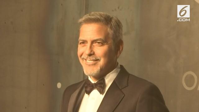 Aktor George Clooney mengalami kecelakaan saat mengendarai motor di Sardinia. Clooney dibawa ke Rumah Sakit John Paul II.
