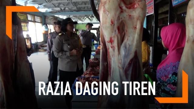 Polisi lakukan sidak di beberapa pasar di Magetan, Jawa Tengah. Mereka mencari pedagang nakal yang nekat menjual daging tiren dan glonggong yang biasanya marak sebelum Lebaran.