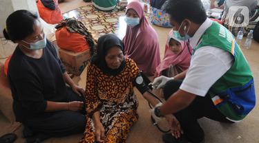 Pemeriksaan Kesehatan Pengungsi Kebakaran Kilang Minyak Balongan Indramayu
