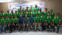 Para mantan pemain dan pelatih yang mengikuti kursus lisensi AFC C di Pusat Latihan Usia Muda di Sawangan, Depok, awal Oktober 2016. (Bola.com/Robby Firly)
