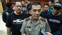 Kapolrestabes Bandung, Kombes Pol Irman Sugema usai pertemuan di Aula Mapolrestabes Bandung, Jumat (1/2/2019). (Bola.com/Erwin Snaz)