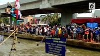Warga Kalimalang punya tradisi unik saat memperingati HUT RI. Mereka menggelar lomba di atas Sungai Kalimalang.