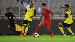 Gelandang Timnas Indonesia, Andik Vermansah, menggiring bola saat melawan Vanuatu pada laga persahabatan di SUGBK, Jakarta, Sabtu (15/6). Indonesia menang 6-0 atas Vanuatu. (Bola.com/Yoppy Renato)