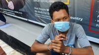 Eko Prastio saat berada di Polres Metro Depok usai di tangkap karena memukul anaknya berusia tujuh bulan. (Liputan6.com/Dicky Agung Prihanto)