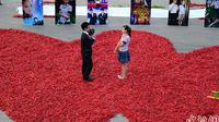 Pria di Tiongkok gunakan ribuan cabai untuk melamar pasangannya.