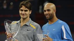 3. Tahun 2006 - Roger Federer (Swiss) berhadapan dengan James Blake (USA) dalam partai final yang berlangsung di Qi Zhong Stadium, Shanghai, Cina (19/11/2006). Roger Federer menang dengan skor 6-0, 6-3, 6-4. (AFP/Frederic J. Brown)