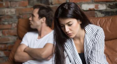 Ilustrasi pasangan sedang dalam kondisi tidak harmonis