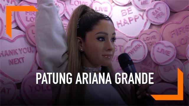 Patung Ariana Grande hadir di museum lilin Madame Tussauds di London, Inggris. Patung ini akan dipamerkan selama 5 minggu mulai tanggal 24 Mei 2019.