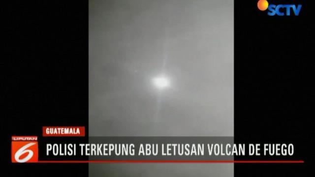 Seorang polisi di Guatemala merekam momen menegangkan saat terjadi letusan Gunung Volcan De Fuego yang menewaskan 25 warga.