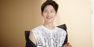 Song Joong Ki pernah mewakili Daejeon dalam kompetisi speed skating jarak pendek. Namun ia mengalami cedera saat dirinya masih duduk di bangku SMA. (Foto: Soompi.com)