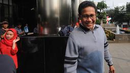 Ketua DPRD Jawa Timur, Abdul Halim Iskandar seusai pemeriksaan di Gedung KPK, Jakarta, Selasa (31/7). Kakak kandung Ketum PKB Muhaimin Iskandar itu diperiksa sebagai saksi untuk tersangka mantan Bupati Nganjuk Taufiqurrahman. (Merdeka.com/Dwi Narwoko)