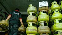Salah tempat penyaluran tabung gas elpiji bersubsidi di Pekanbaru. (Liputan6.com/M Syukur)