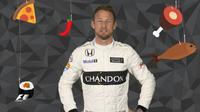 Pebalap McLaren, Jenson Button, mengungkap makanan favoritnya dalam video singkat yang dirilis situs resmi F1 pada Jumat (14/10/2016). (Bola.com/Twitter/F1)