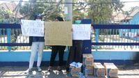Aksi demo mahasiswa Gejayan Memanggil 2 kembali digelar di pertigaan Kolombo Gejayan Sleman dan menuntut sembilan hal kepada pemerintah. (Liputan6.com/ Switzy Sabandar)