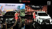 Model berpose di samping New Toyota Avanza dan New Veloz saat peluncuran di Jakarta, Selasa (15/1). New Toyota Avanza dan Veloz tidak ada kenaikan harga dari model lawasnya. (Merdeka.com/ Iqbal S Nugroho)