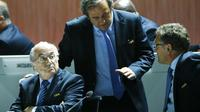 BANDING - Presiden UEFA Michel Platini mengajukan banding atas hukuman Komite Etik FIFA. (REUTERS/Arnd Wiegmann)