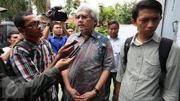 Mantan Menhut M.S Kaban memberi keterangan usai mengunjungi mantan Menkes Siti Fadilah Supari di Rutan Pondok Bambu, Jakarta, Kamis (10/11). Kunjungan tersebut sebagai bentuk solidaritasnya sesama mantan menteri di era SBY. (Liputan6.com/Johan Tallo)