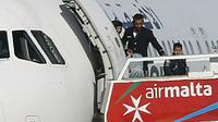 Perempuan dan anak-anak merupakan penumpang pertama yang dibebaskan dari pembajakan pesawat Afriqiyah Airways (Reuters)