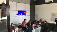 JNE sebagai perusahaan ekspedisi turut membantu para pelaku UKM agar bisa 'melek digital'