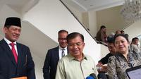 Letjen Doni Monardo bersama Jusuf Kalla rapat membahas penanganan bencana (Merdeka.com/Titin Supriatin)