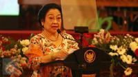 Presiden Ke-5 RI, Megawati Soekarnoputri memberikan pidato saat Peringatan KAA 2017 di Istana Negara, Jakarta, Selasa (18/4). Menurut Megawati, awal berdirinya KAA bukan dimaksudkan untuk menentang blok lain (Liputan6.com/Angga Yuniar)