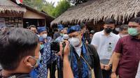 Menteri Kesehatan RI Budi Gunadi Sadikin meninjau vaksinasi COVID-19 masyarakat Baduy di Ciboleger, Kabupaten Lebak, Banten pada Kamis, 14 Oktober 2021. (Liputan6.com/Fitri Haryanti Harsono)